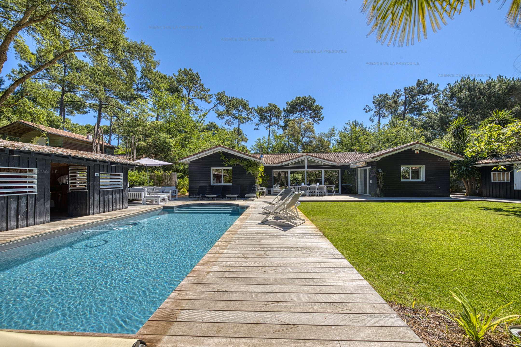 Location: Au calme, très belle villa en bois avec piscine chauffée 15
