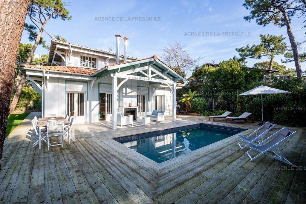 Location: Très belle villa au coeur du village très proche du bassin 3
