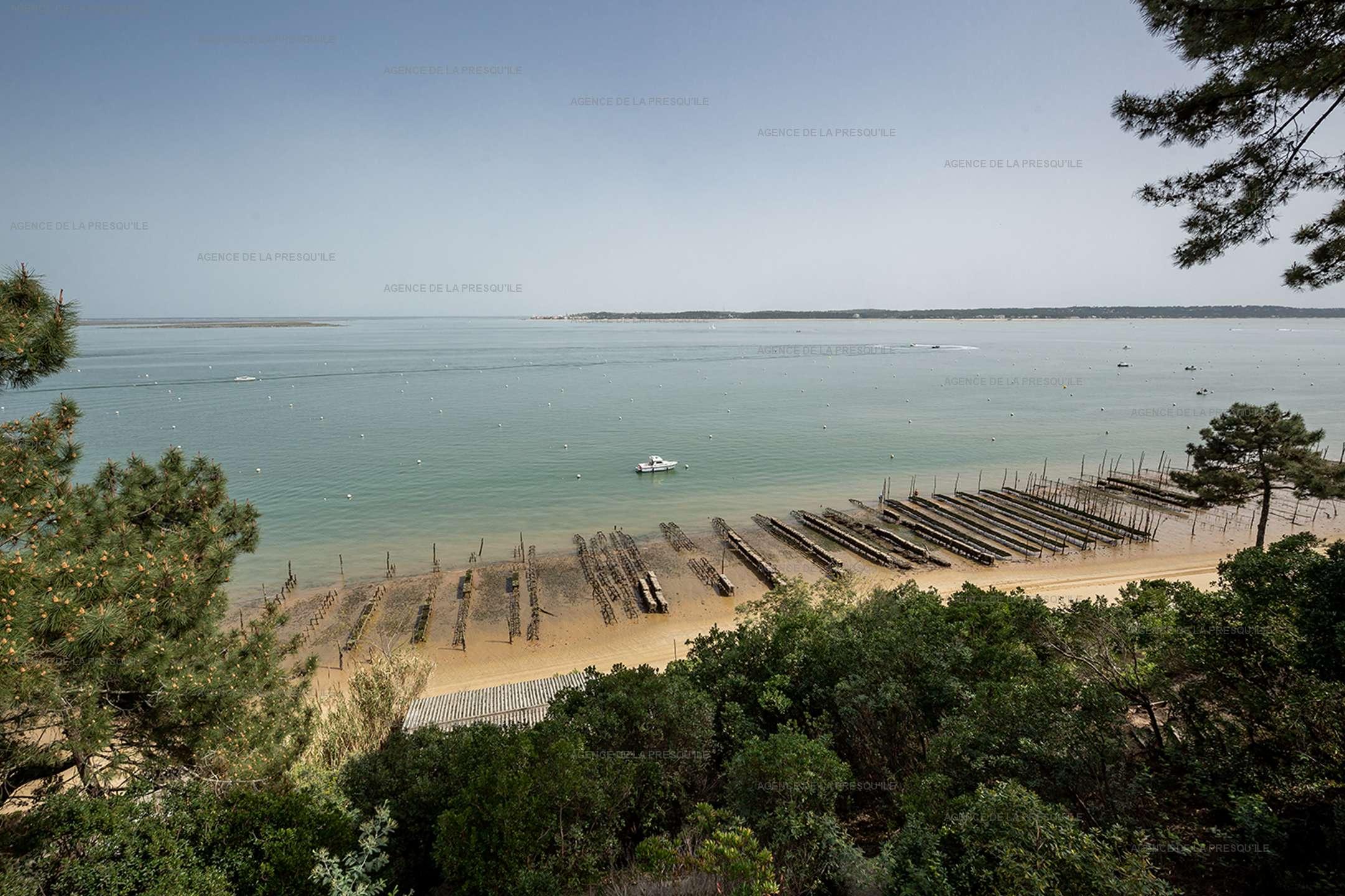 Location: Vue panoramique sur le bassin. 2