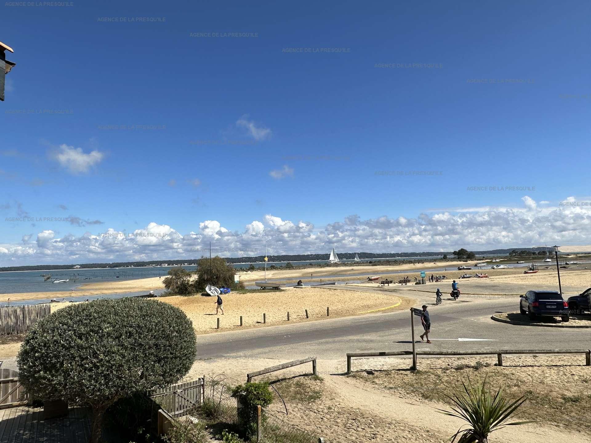 Location: Très bel appartement avec vue bassin 10