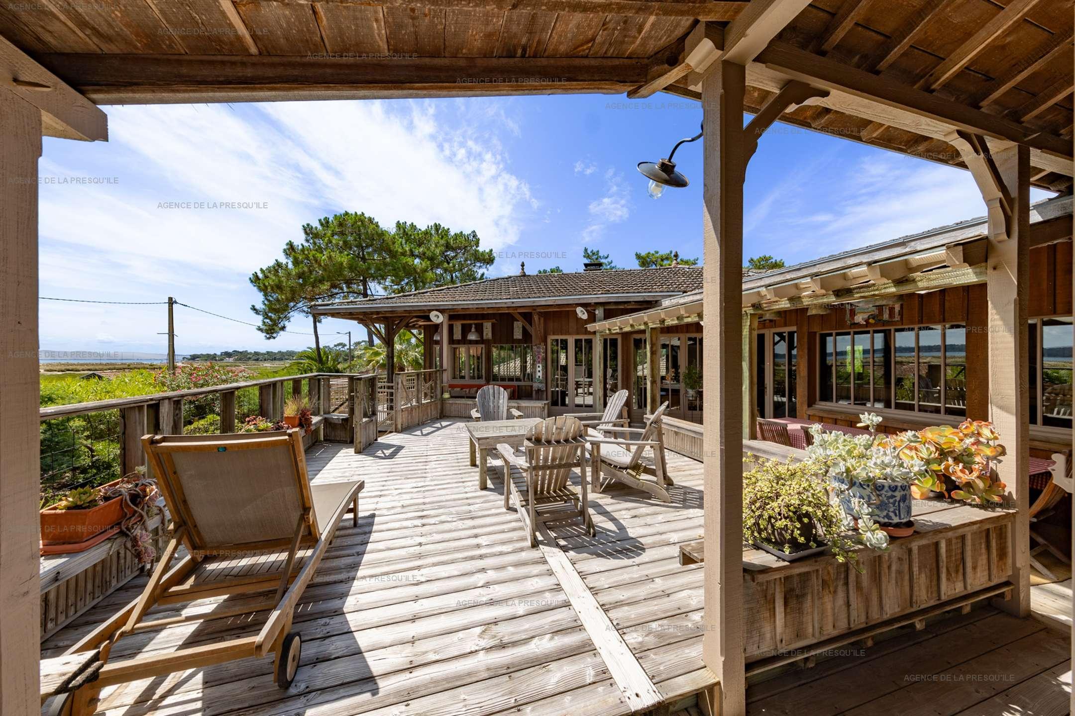 Location: Très belle villa en bois avec vue panoramique sur le bassin 2