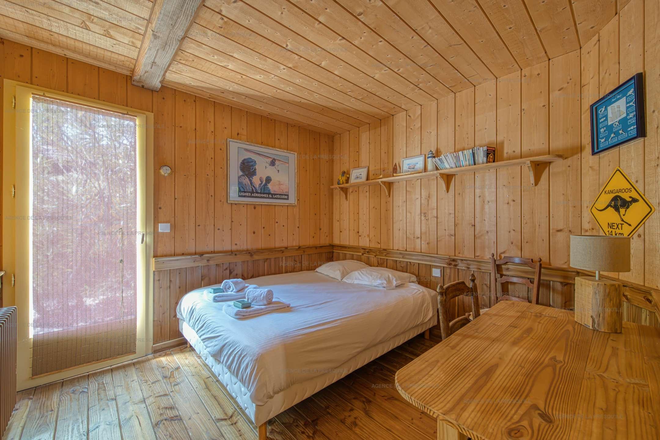 Location: Très belle villa en bois avec vue panoramique sur le bassin 11