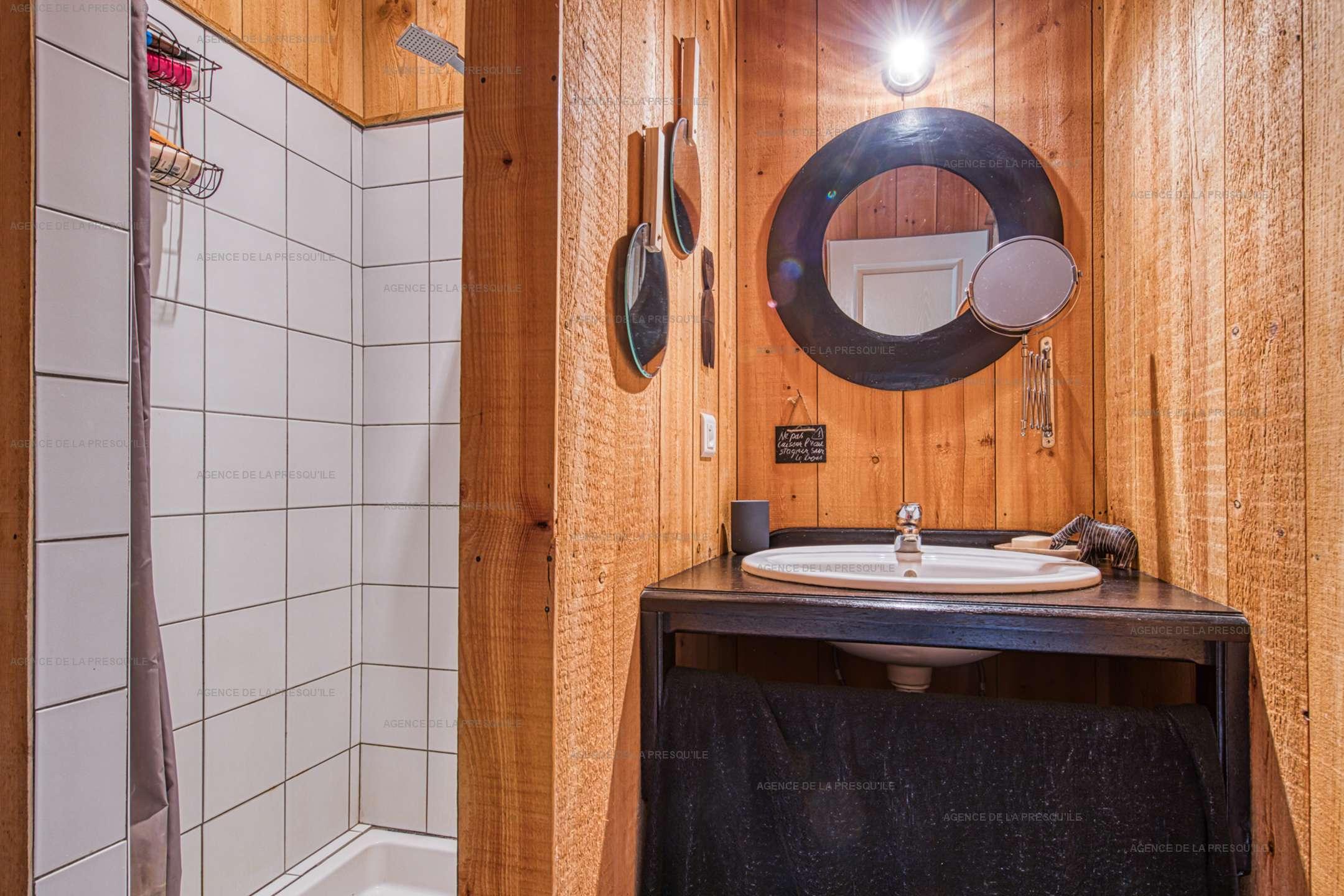 Location: Belle villa en bois au pied du phare 9